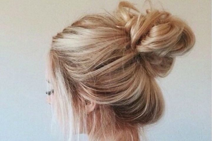4 steps to do a messy bun with long hair beauty epic are you difficulty in making messy bun because of your long hair everyone loves a quick and easy way to style their hair the bun has completed a vast urmus Gallery
