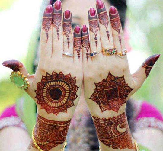 Mehendi back circle design