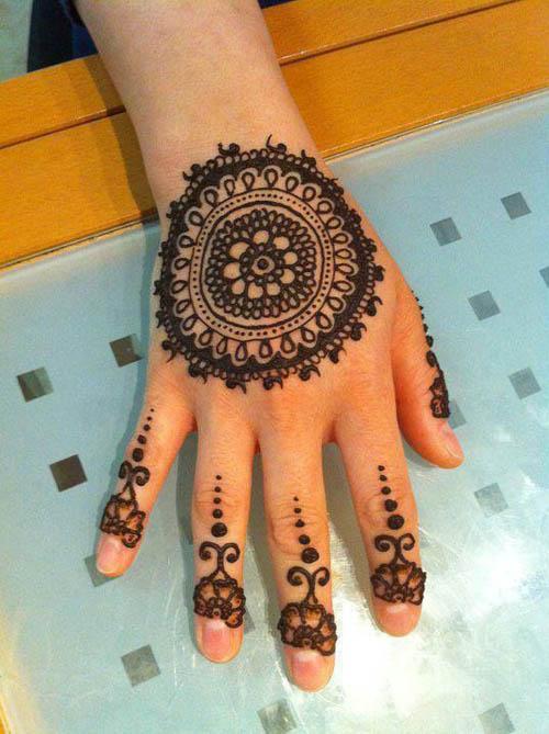 bck hand round mehndi