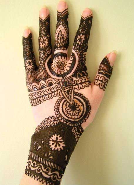 beautiful circle mehndi