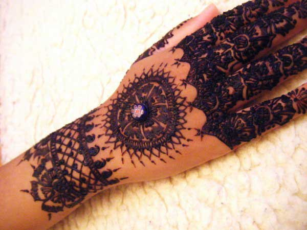 black back hand mehndi
