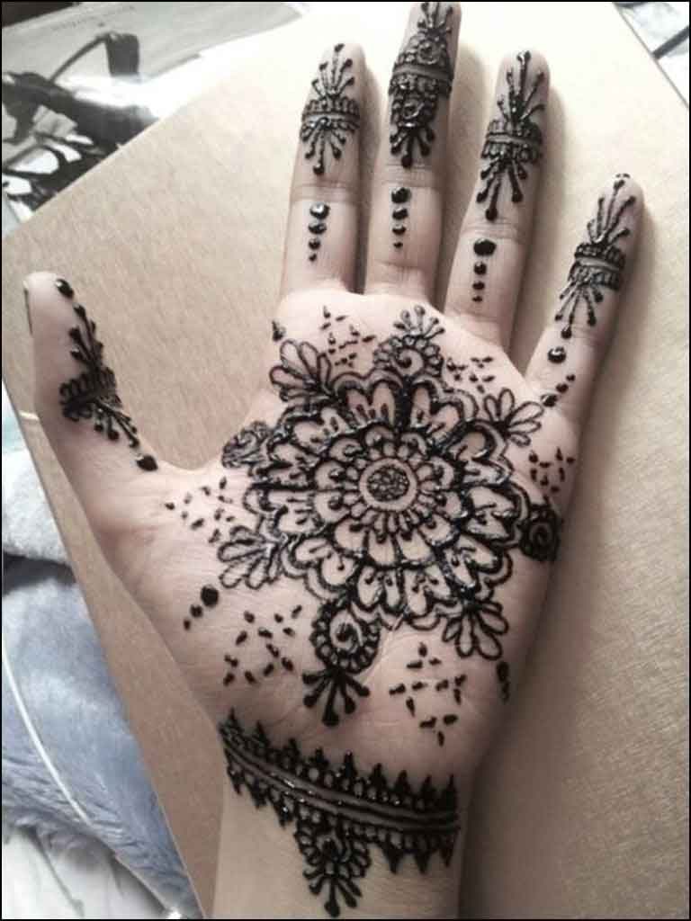 cirlce mehendi for palm