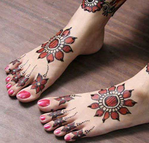 Red Co loured Foot Mehndi Desig