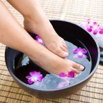 How To Do Listerine Vinegar Foot Soak For Soft, Smooth Feet?