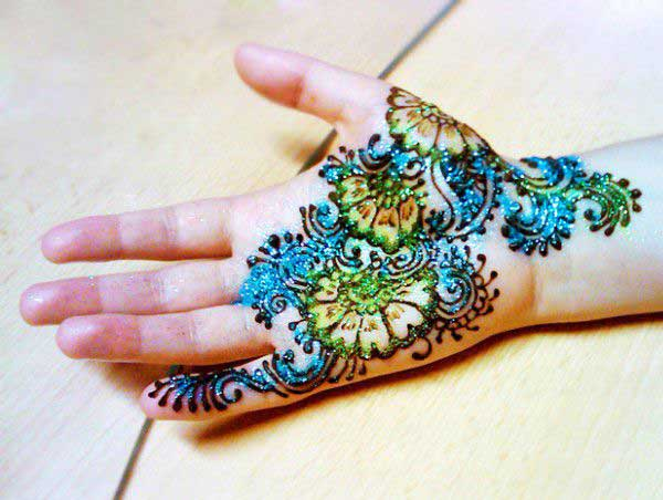 Glitter Mehndi Design for Hand
