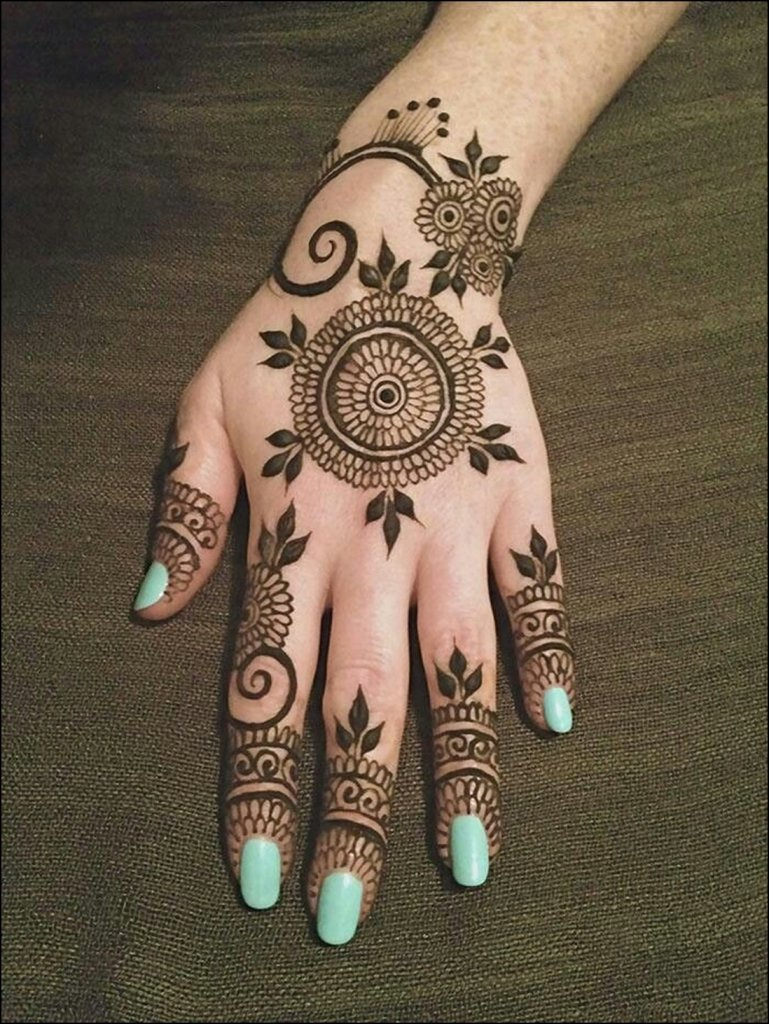 partially-circular-borders-mehndi-design