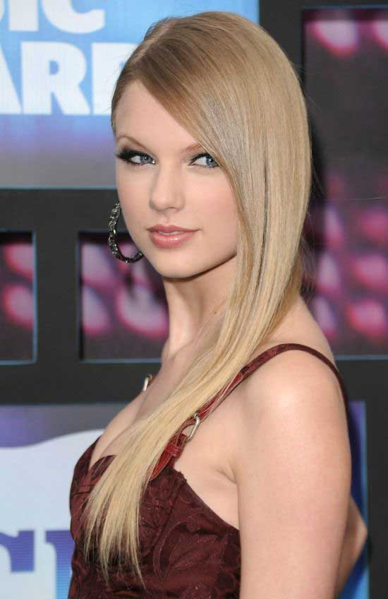 Taylor Swift Straight Hairstyle