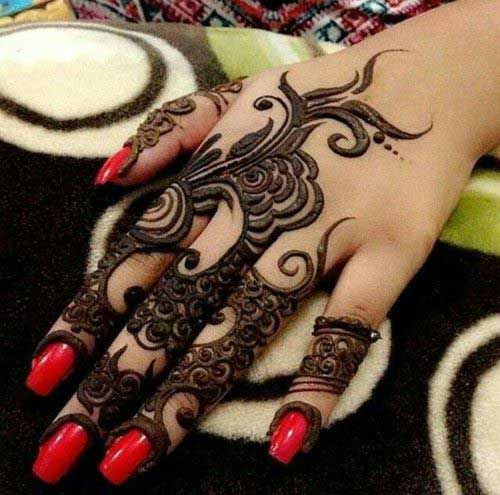 Bold Mehendi Design for Finger