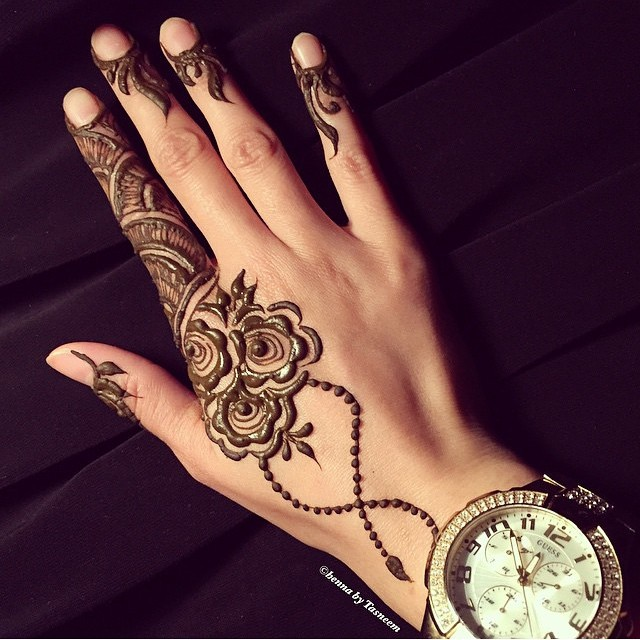 chain-floral-mehndi-design