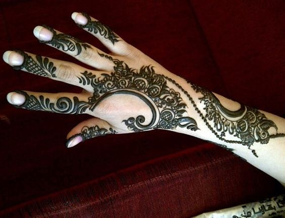 chic-marwari-mehndi-design