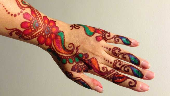 colored-lines-mehndi-design