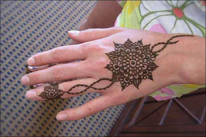 floral-hand-ornament-circle-mehndi-design-117
