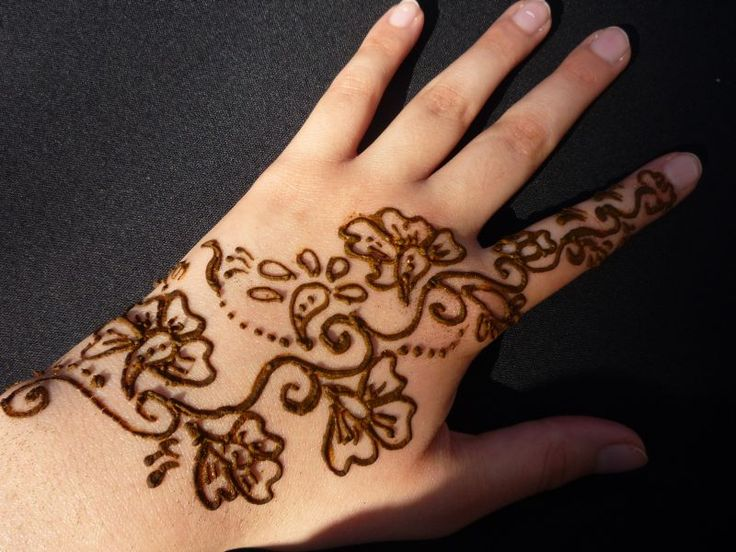 flower-lines-mehndi-design