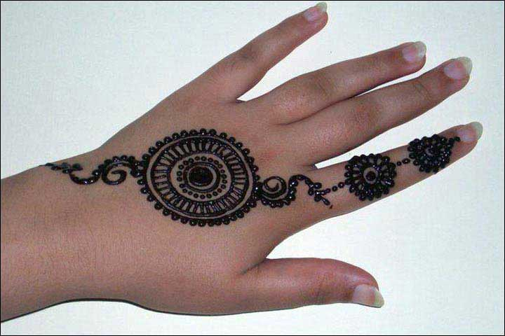 hand-ornament-circle-mehndi-design