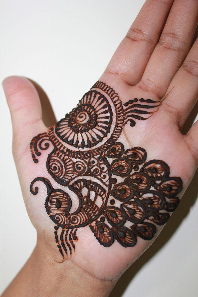 peacock-lines-mehndi-design