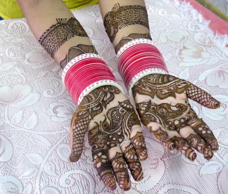 peacock-style-bangle-mehndi-design