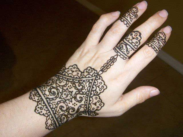 the-tie-glove-mehndi-design