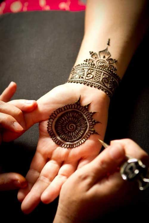 circle-mehndi-for-engagement