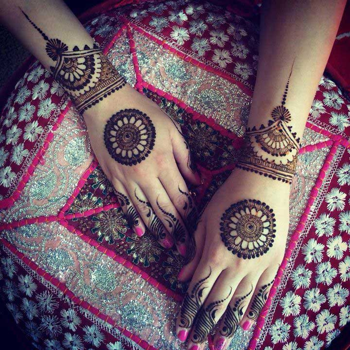 round-floral-tikka-mehndi-design-for-hands