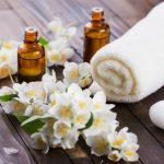 16 Best Essential Oils for Skin Rashes & Conditions