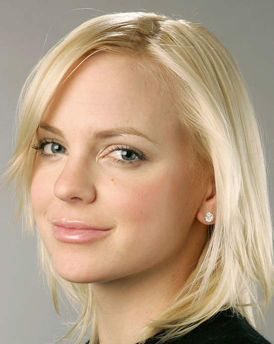 Anna Faris Medium Length Hairstyles for Thin Hair