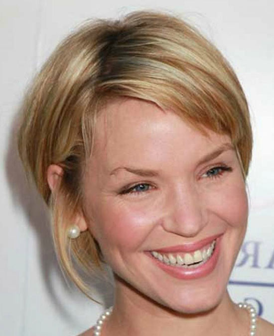Ashley Scott Sassy Bob Haircuts for Round Faces