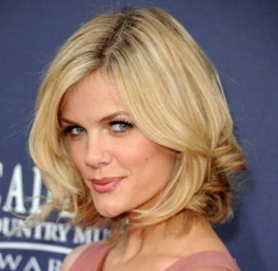 Brooklyn Decker Sassy Bob Haircuts for Round Faces