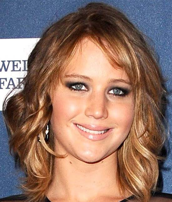 Jennifer Lawrence Medium Hairstyles for Round Faces
