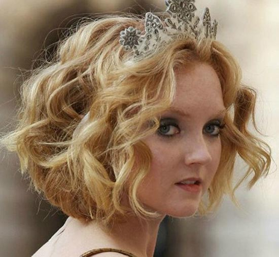 Lily Cole Sassy Bob Haircuts for Round Faces