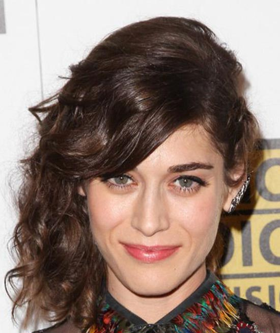Lizzy Caplan Medium Curly Hairstyles
