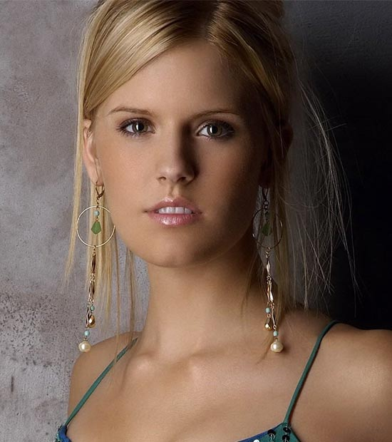 Maggie Grace Medium Length Hairstyles for Thin Hair