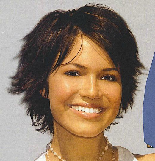 Mandy Moore Sassy Bob Haircuts for Round Faces