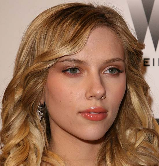 Scarlett Johansso Medium Hairstyles for Round Faces