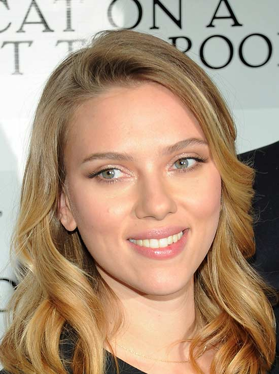 Scarlett Johansson Medium Layered Haircuts