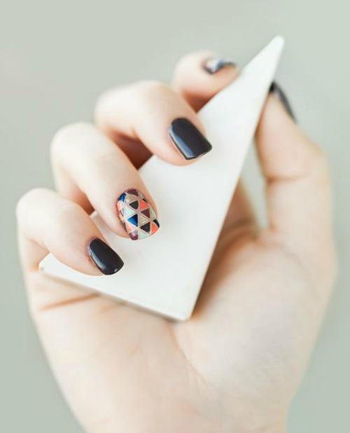 Minimalist strips Geometric Nail Art Design