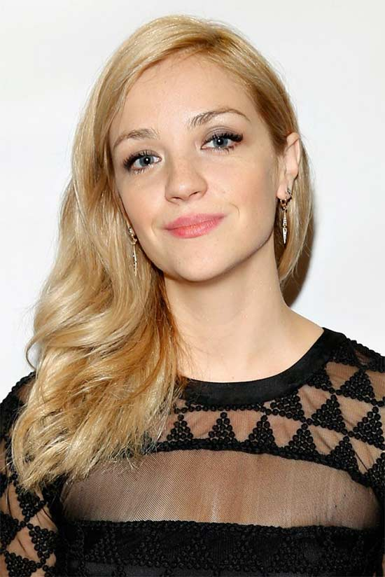 Abby Elliott Long hair style for round Face