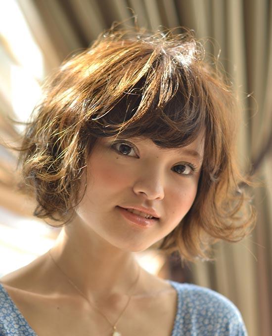 Alexa chung Short Hairstyle with Bangs