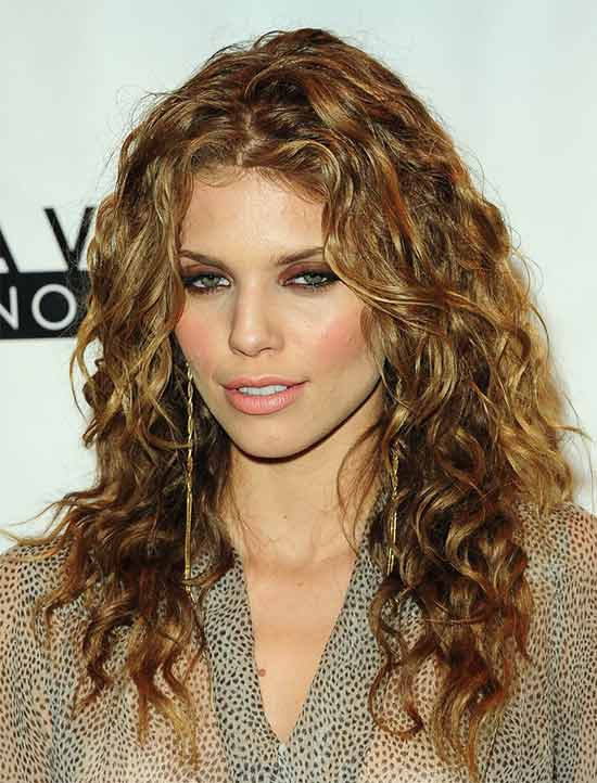 Annalynne McCord Long Curly hair Style