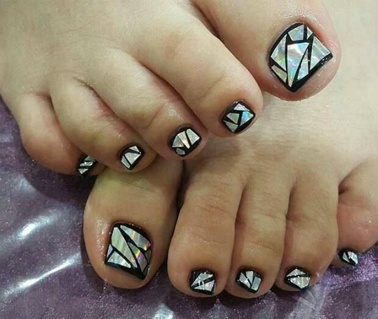 Black Broken Glass Toe Nail Art Design