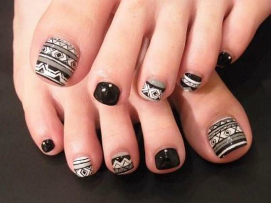 Black and White Tribal Toe Nail Art Design