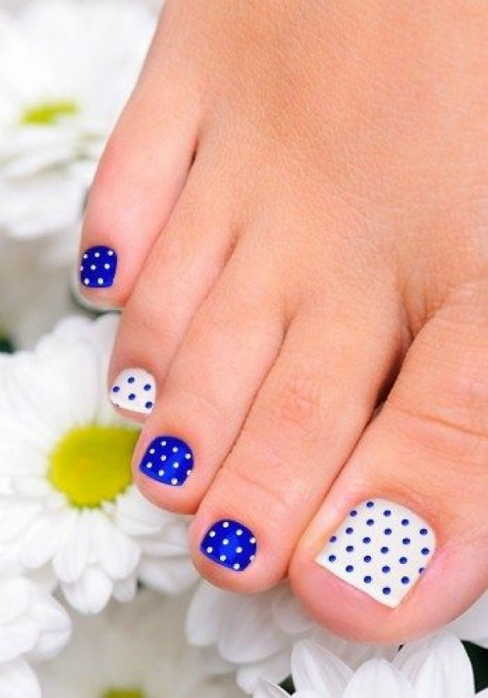 Blue and White Polka Dots Toe Nail Art Design
