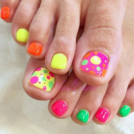 Colorful polka dots toe nail Art Design