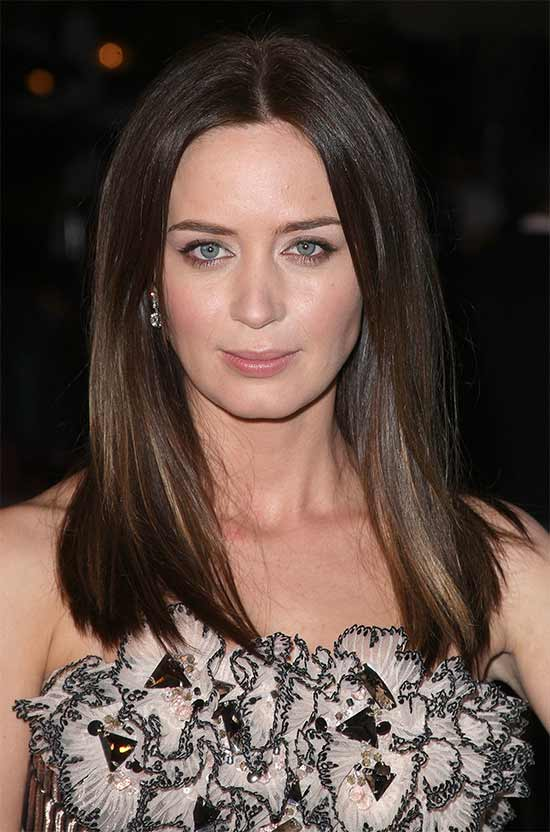 Emily-Blunt Long hair style for round Face