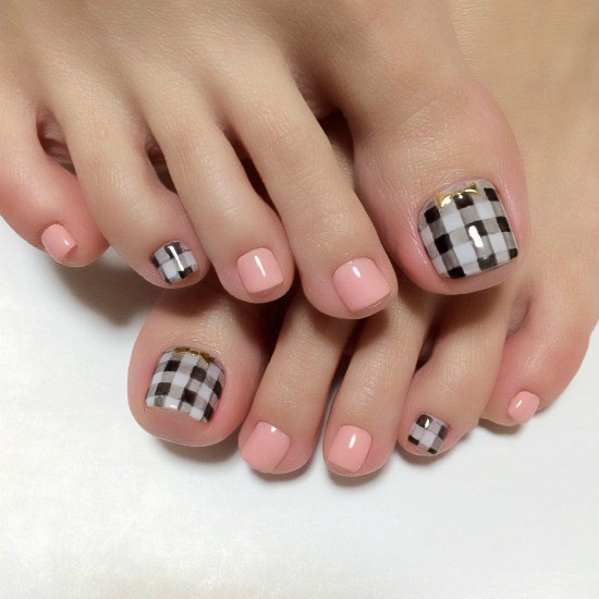 Gingham Black and White themed toenail art