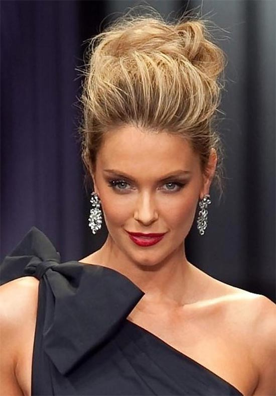 Jennifer Hawkins messy Updo for long hair