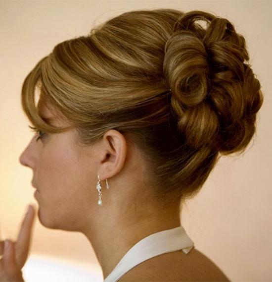Lizzy Caplan Updos for Medium Length Hair
