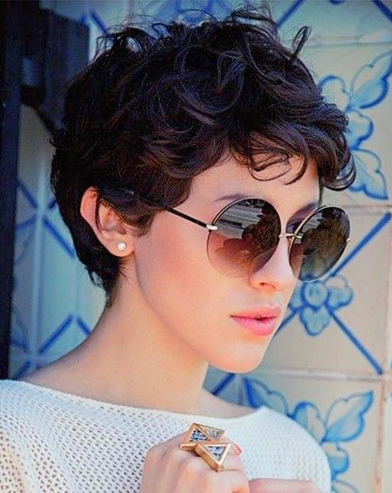 Morena baccarin short shaggy for curly hair