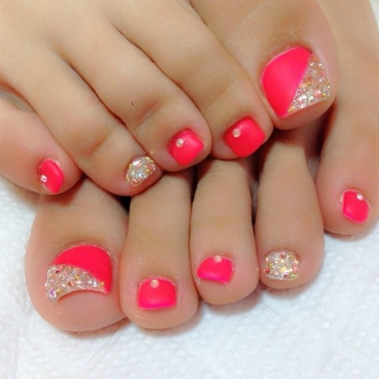 35 simple and easy toe nail art design ideas you can try out at home pink gold glitter rhinestones toe nail design prinsesfo Choice Image