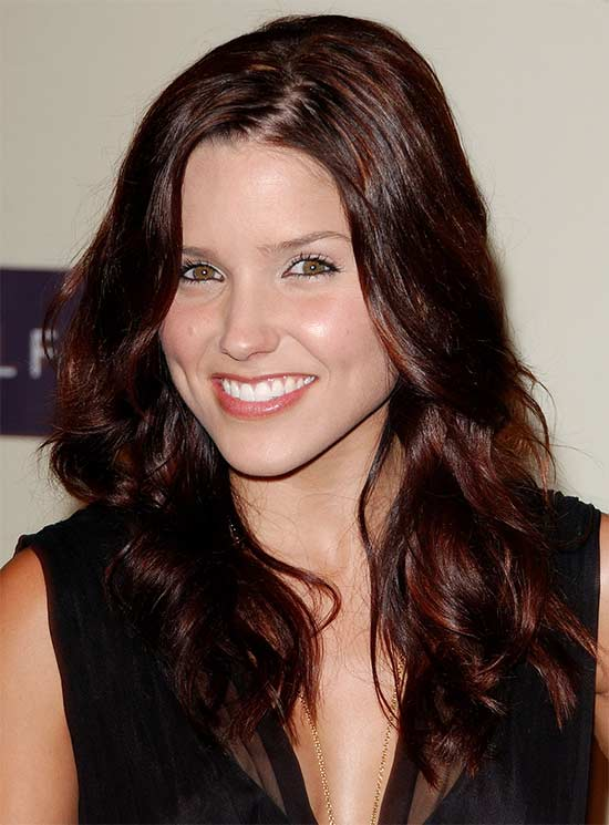 Sophia-Bush Long hair style for round Face