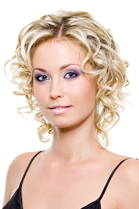 Taylor Swif Curly Hairstyle For Short Fine Hair